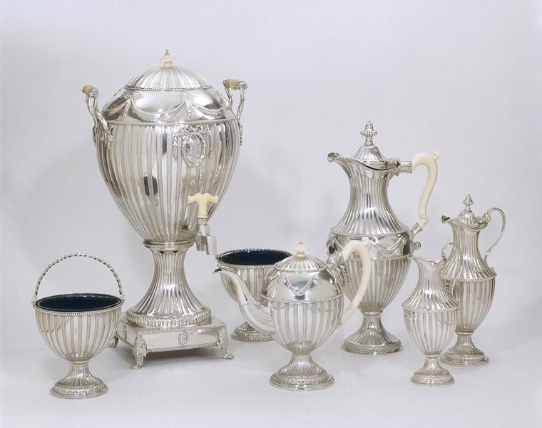 """James Young y Orlando Jackson. """"The Garrick tea service"""". Plata y marfil. Londres. Museo Victoria & Albert. 1774-75."""