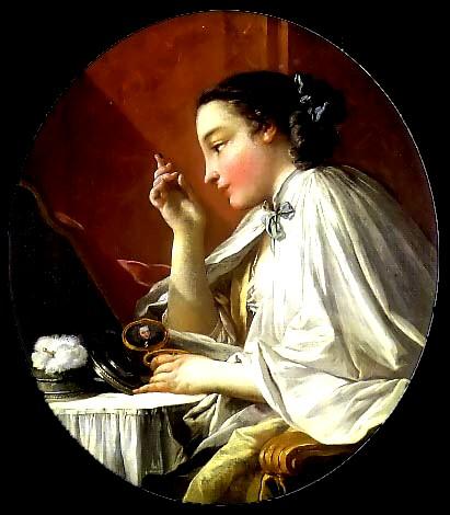 Francoise Boucher. Mujer en el tocador. Vemos a una bella joven de perfil mirándose al espejo mientras se arregla. Es un momento íntimo. Para no mancharse el vestido en el proceso del peinado y maquillaje se colocaban un peinador sobre los hombros que se ataba al cuello para que quedara fijo.