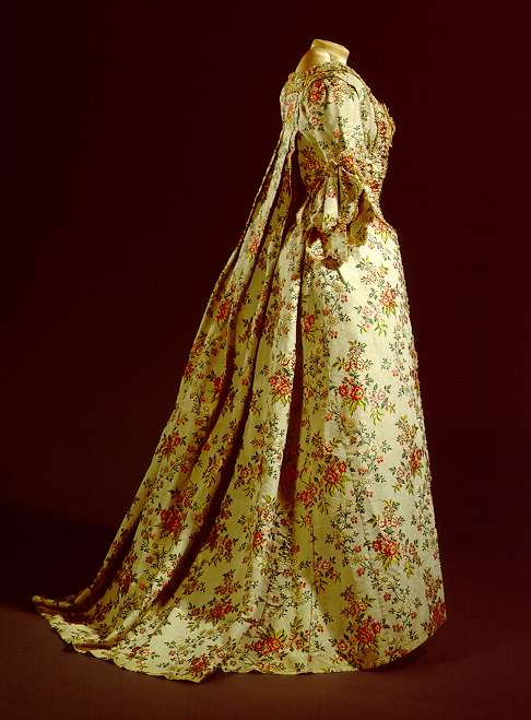 Traje francés 1770. German Historical Museum. Seda estampada.