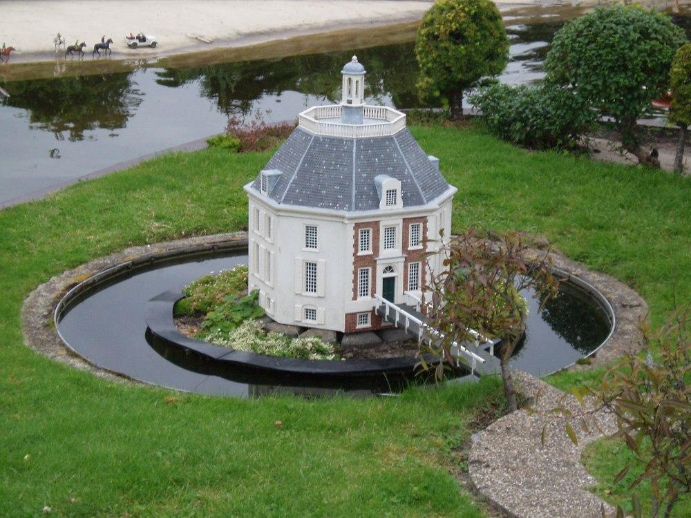 Castillo de Drakensteyn. Lago Vuursche. Holanda.