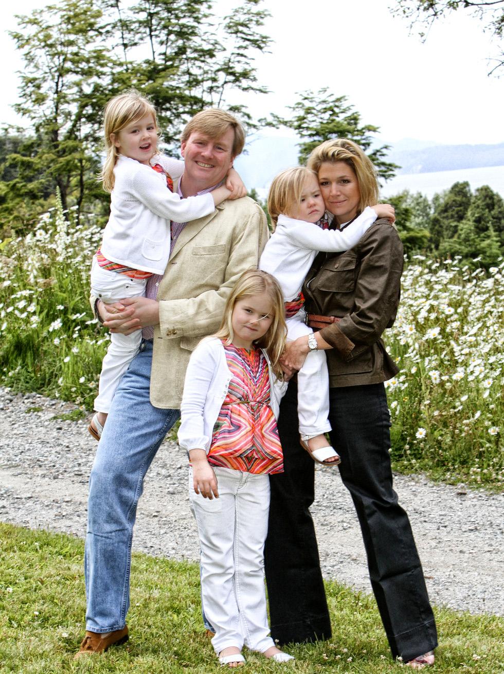 Principe Guillermo de Holanda con su mujer, Máxima Zorreguieta y sus hijas.