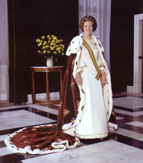 Reina Beatriz de Holanda el día de su coronación.