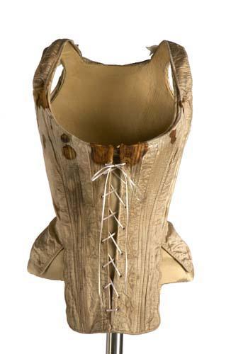Cotilla de seda. Hacia 1750. Museo del traje. Madrid.