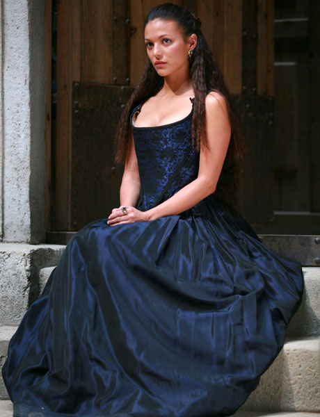 Elisa Mouliaá como Irene.