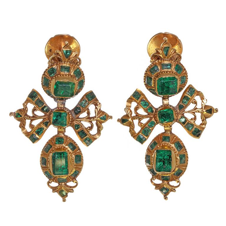 Pendientes de oro y esmeraldas. España. Siglo XVIII.