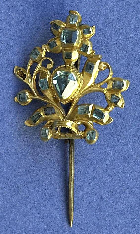 Piocha. Oro y esmeraldas. Entre 1734 y 1800. Museo Nacional de Artes Decorativas. Madrid.