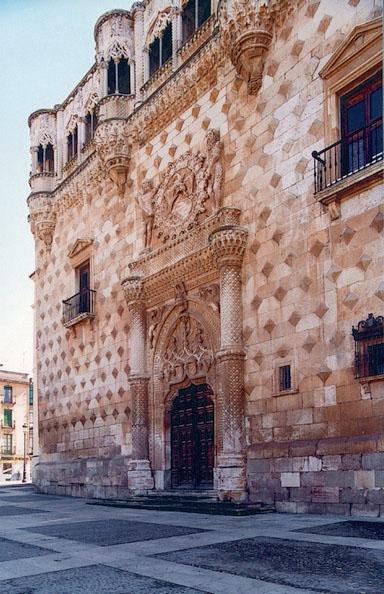 Fachada del Palacio de los Duques del Infantado. Guadalajara.