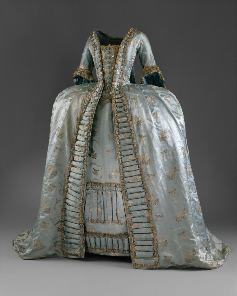 Vestido a la francesa. 1765. Francia. Vestido con tontillo.