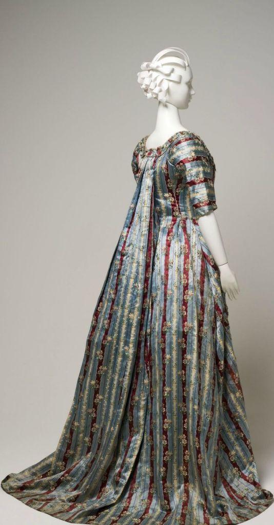 Vestido a la francesa. Inglaterra. Hacia 1770-79. Metropolitan Museum.