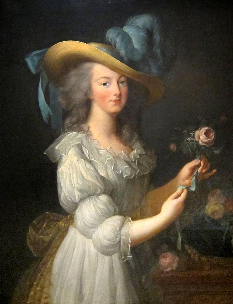 """Elisabeth Vigée-Lebrun. María Antonieta con traje de muselina. 1783. Museo de Versalles. María Antonieta luciendo la polémica """"robe chemise"""" hecha por Rose Bertin."""