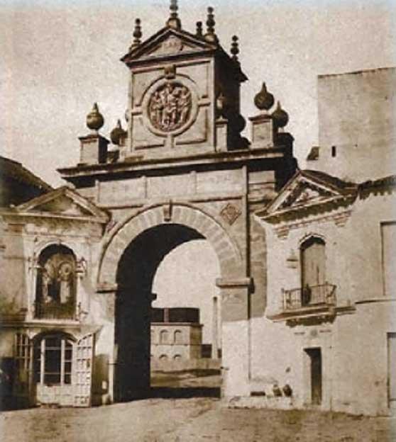 Foto de la Puerta Real Sevilla.