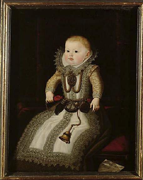 Juan Pantoja de la Cruz. La infanta María Ana de Austria. 1607. Museo de Viena. La infanta aparece enfundada en un sayo cubierto con un precioso delantal guarnecido de encajes al igual que el cuello. De su cintura cuelgan una serie de abalorios que se solían poner a los niños como la campanilla, la higa y la poma de olor. Debido a la alta mortalidad infantil se les colgaba diversas piezas con supuestas cualidades beneficiosas para su salud.