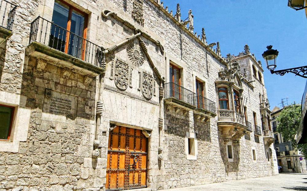 Juan de Colonia. Casa del Cordón. Siglo XV. Burgos. Felipe el Hermoso murió en la Casa de Cordón, residencia del Condestable de Castilla.