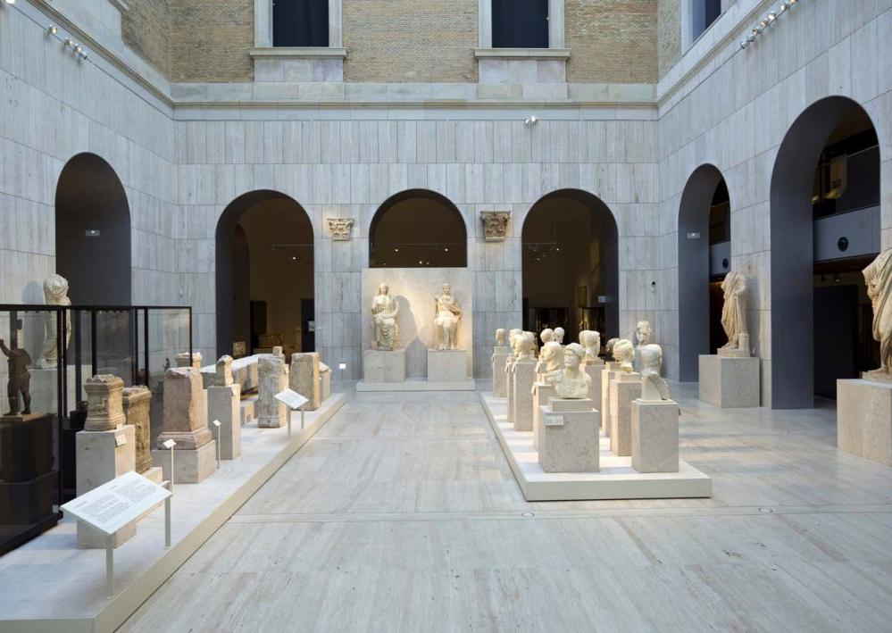 Patio dedicado a la escultura romana.