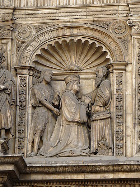 Gil Morlanes el viejo. Fachada de la iglesia de Santa Engracia, detalle. 1512-1515. Zaragoza. Vemos a don Fernando vestido lujosamente y rodeado de sus símbolos de poder.