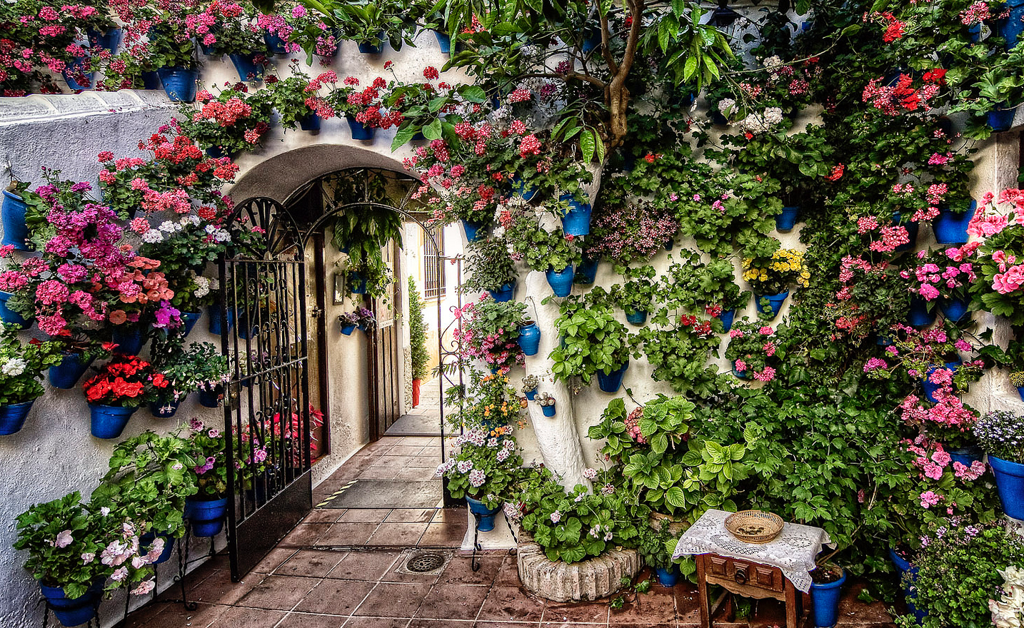 Los patios de c rdoba arte y dem s historias por b rbara for Tipos de toldos para patios