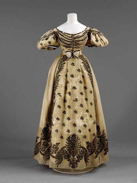 Vestido de novia realizado en París. 1828.