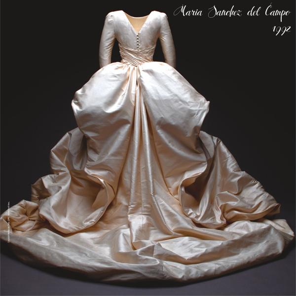vestidos de novia en el museo del traje. exposición de trajes de