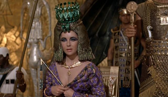Escena de la película Cleopatra. 1963. Elizabeth Taylor.