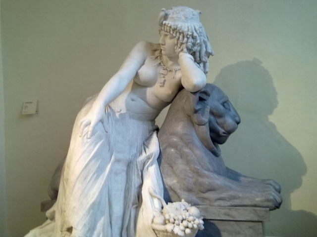 Cleopatra sentada en un león. Girolamo Masini. 1875.