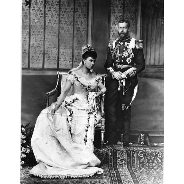 Fotografía de la boda de futuro rey Jorge V con la princesa María de Teck. 1893