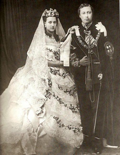 Fotografía de la boda del futuro rey Eduardo VII con la princesa Alexandra de Dinamarca. 1863.