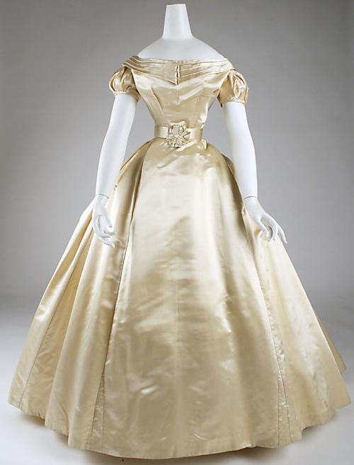 Vestido de novia. 1869. The Metropolitan Museum of Art.