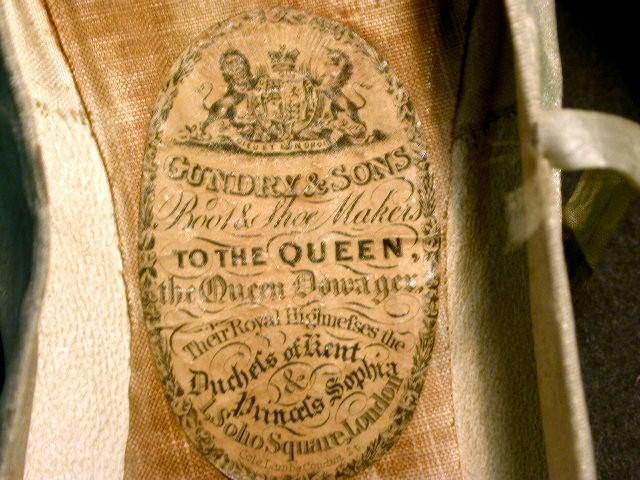 Zapatos de la reina Victoria. Detalle.