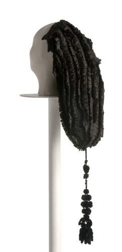 Cofia de seda negra. 1780 Museo del traje. Madrid.