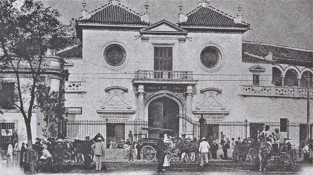 Plaza de la Real Maestranza de Caballería en 1895. Colección particular.