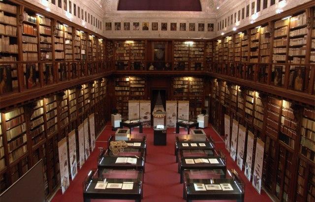 Biblioteca Ambrosiana. Milán. La Ambrosiana fue una de las primeras bibliotecas en abrirse al público en Europa.