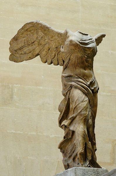 Victoria de Samotracia. Hacia 190 a. C. Museo del Louvre.