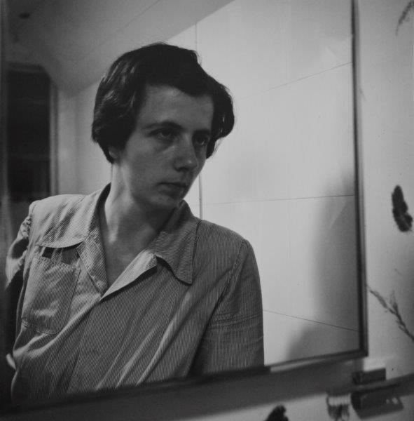 Vivian Maier. Self-portrait, Chicago area, July 1956. Gelatina de plata. 30,5 cm x 30,5 cm