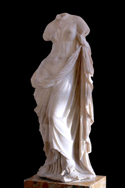 Anónimo. Afrodita Urania. Siglo II al III. Museo del Louvre.