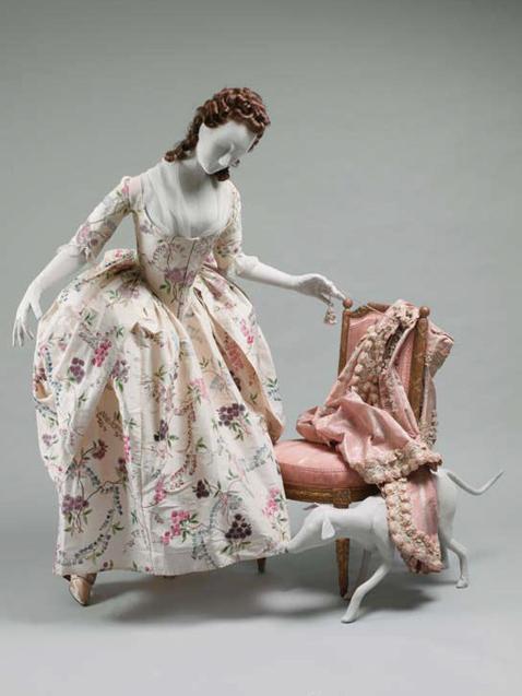 Robe à la Polonaise. Francia. Cerca de 1780. Seda. Adquirido por Mr y Mrs Alan S. Davis. Donado en 1976. Museo Metropolitano. Nueva York.