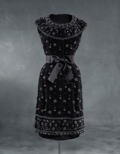 Vestido de cóctel en terciopelo liso de seda negra. 1962. Museo Balenciaga. Guetaria.