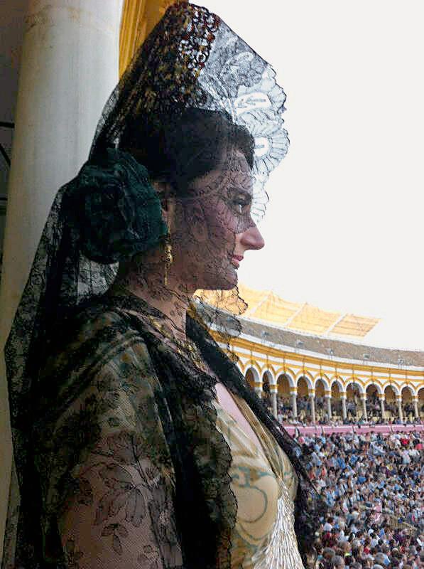 Foto mantilla negra. La maestranza. Feria 2014.