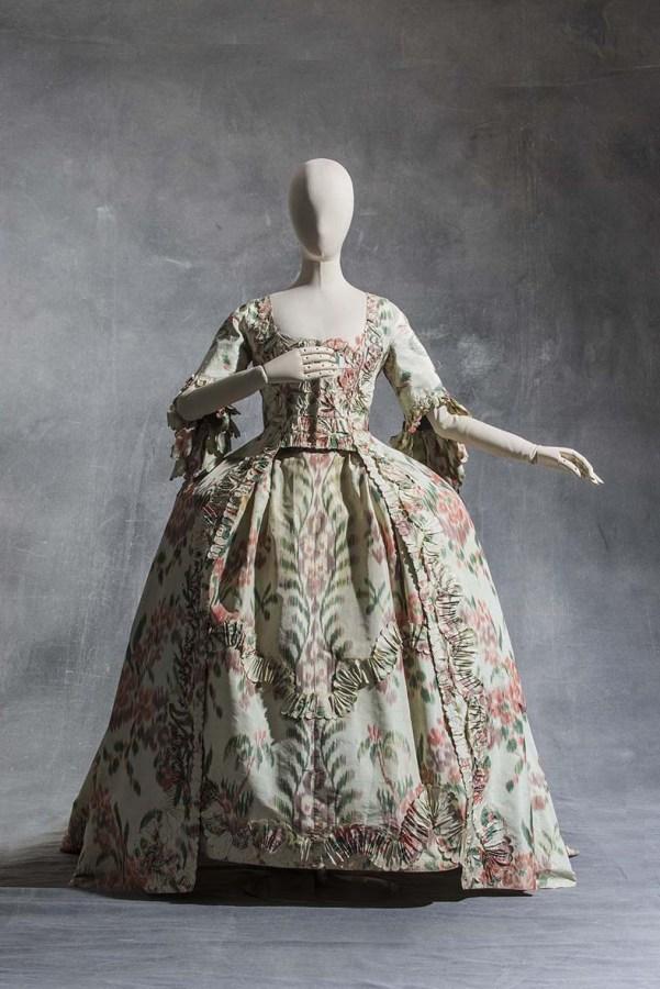 Vestido a la francesa. Hacia 1760. Tafetán de seda. Colección UFAC. © Les Arts Decorativs, Paris/photo: Jean Tholance.