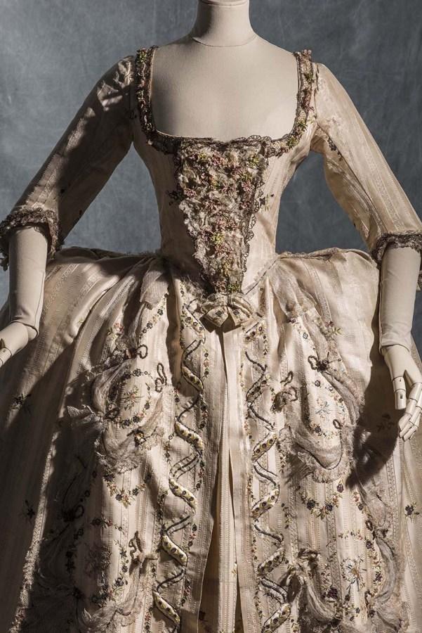 Vestido de corte. Hacia 1778. Seda, tafetán de seda y satén. Colección Moda y Textil. © Les Arts Decorativs, Paris/photo: Jean Tholance.