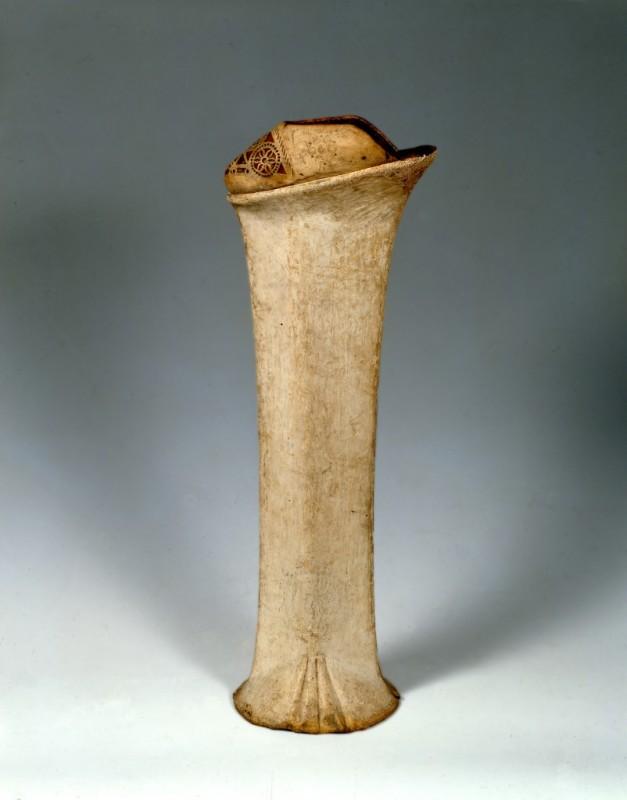 Chapines venecianos. Madera y piel. Museo Bata. Toronto. Canada.