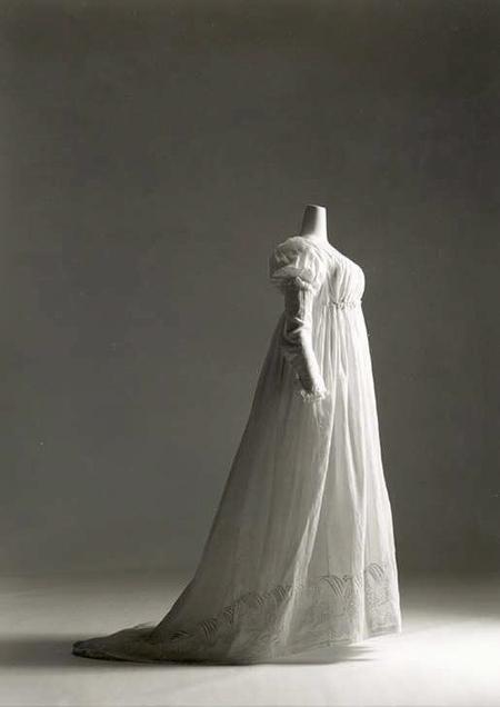 Vestido femenino. Lino, algodón. Hacia 1799-1800. Metropolitan Museum. Nueva York.