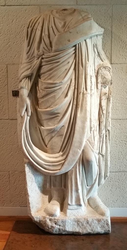 Estatua togada. Siglo III.