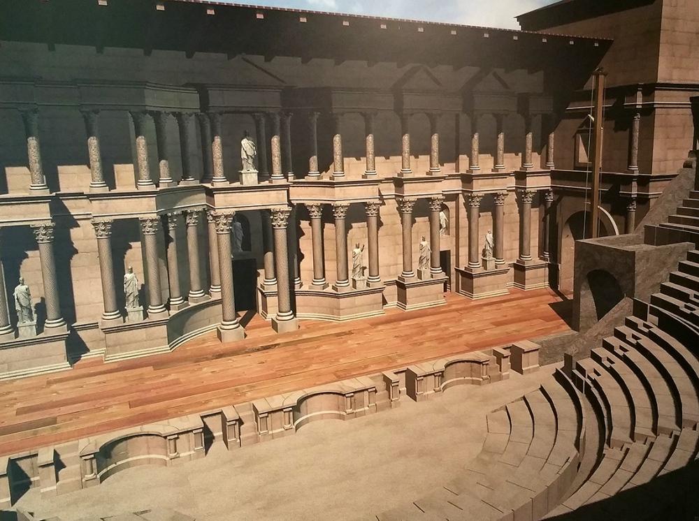 Reconstrucción del teatro.