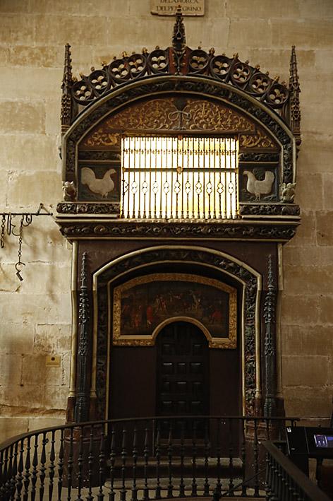 Gallinero gótico.Hacia 1460. Piedra policromada.. Pintura de Alonso Gallego. Segundo cuarto del siglo XVI.