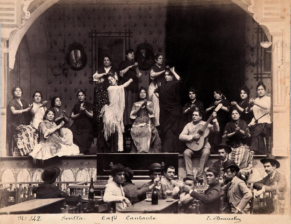 """Fotografía de Emilio Beauchy, """"Café cantante"""", Sevilla, hacia el año 1888."""