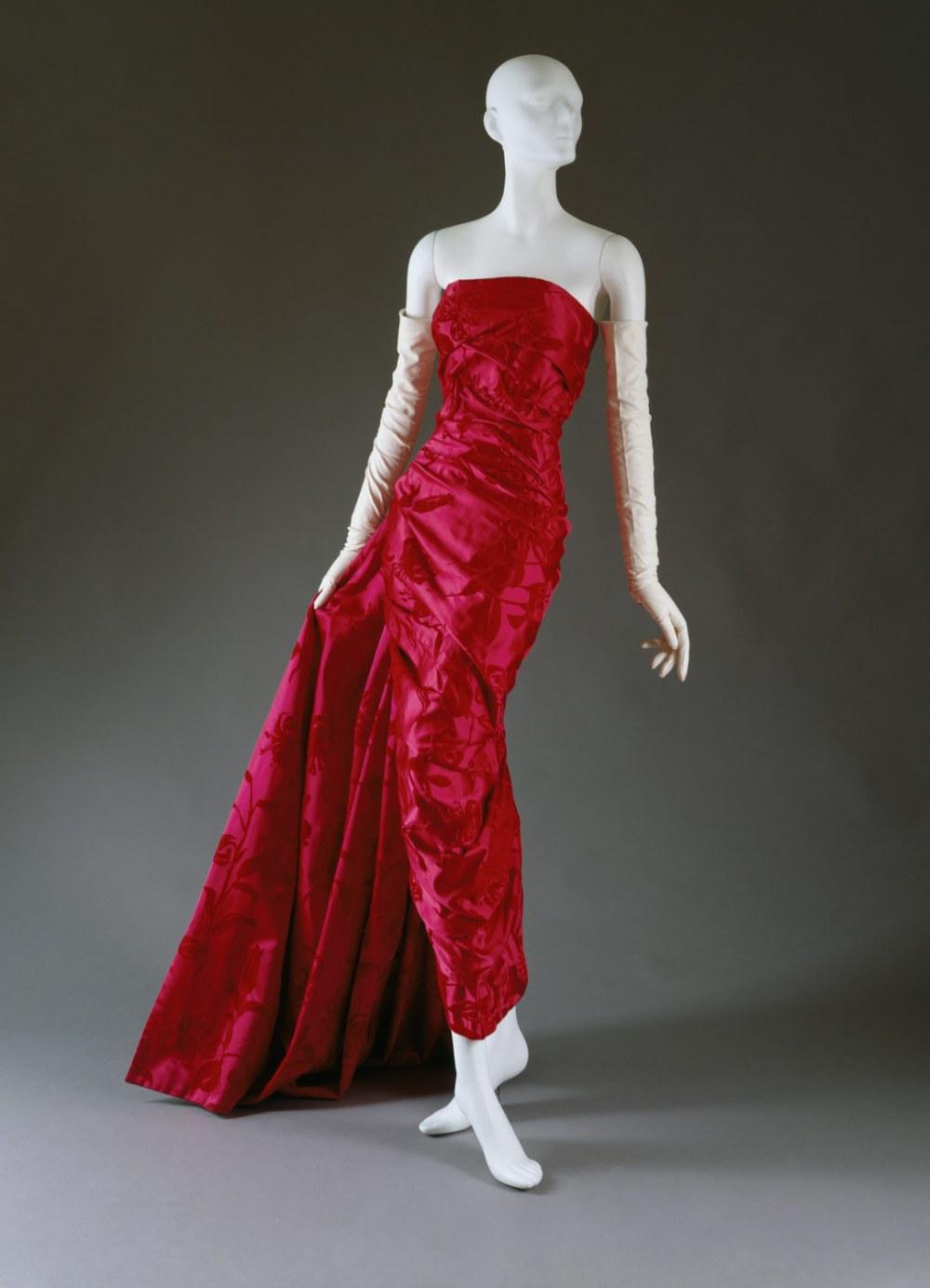Traje de noche. Colección otoño:invierno. 1957-1958. Metropolitan Museum. Nueva York.