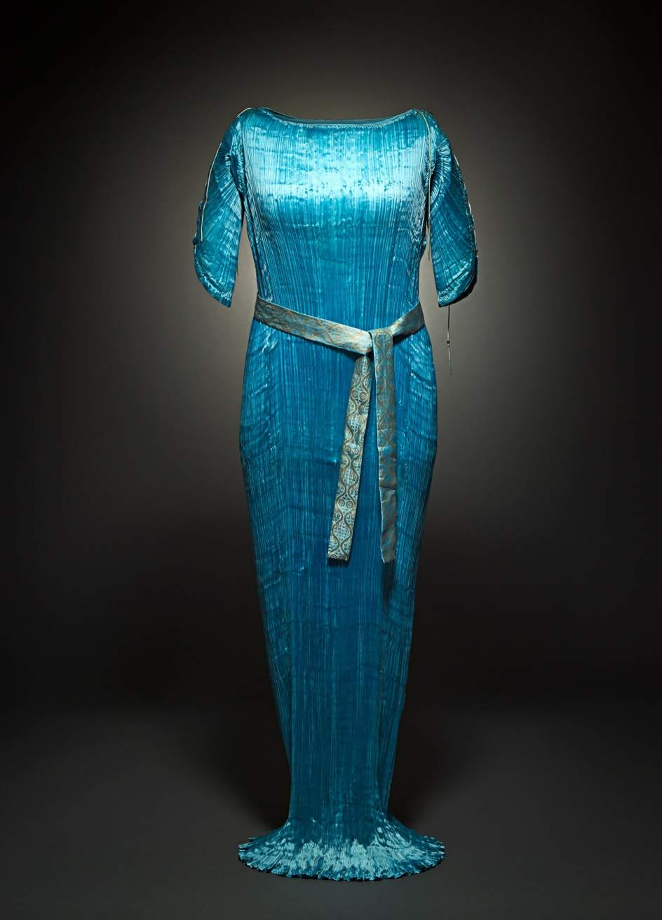 Vestido Delphos. Hacia 1920. Tafetán de seda y cristal de Murano. Centre de Documentació i Museu Tèxtil. Terrassa.