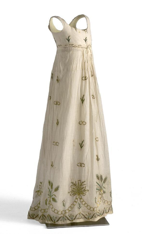 Vestido femenino. 1795-1805. Museo del Traje. Madrid.