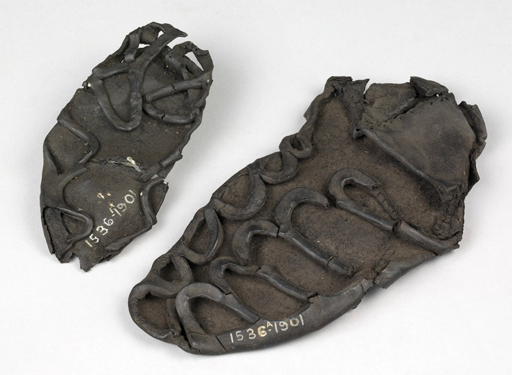 Dos sandalias. 43-450 antes de Cristo. Museo Victoria and Albert. Londres.