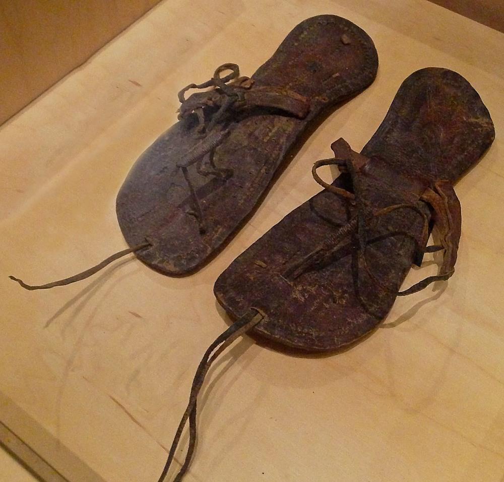 Par de sandalias. 400-600 después de Cristo. Bata Shoe Museum. Ontario.